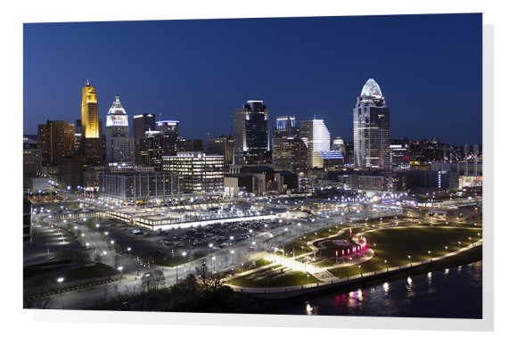 Cincinnati skyline and Smale Park at dusk.