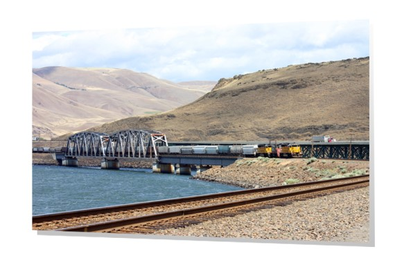 Train crossing Columbia River